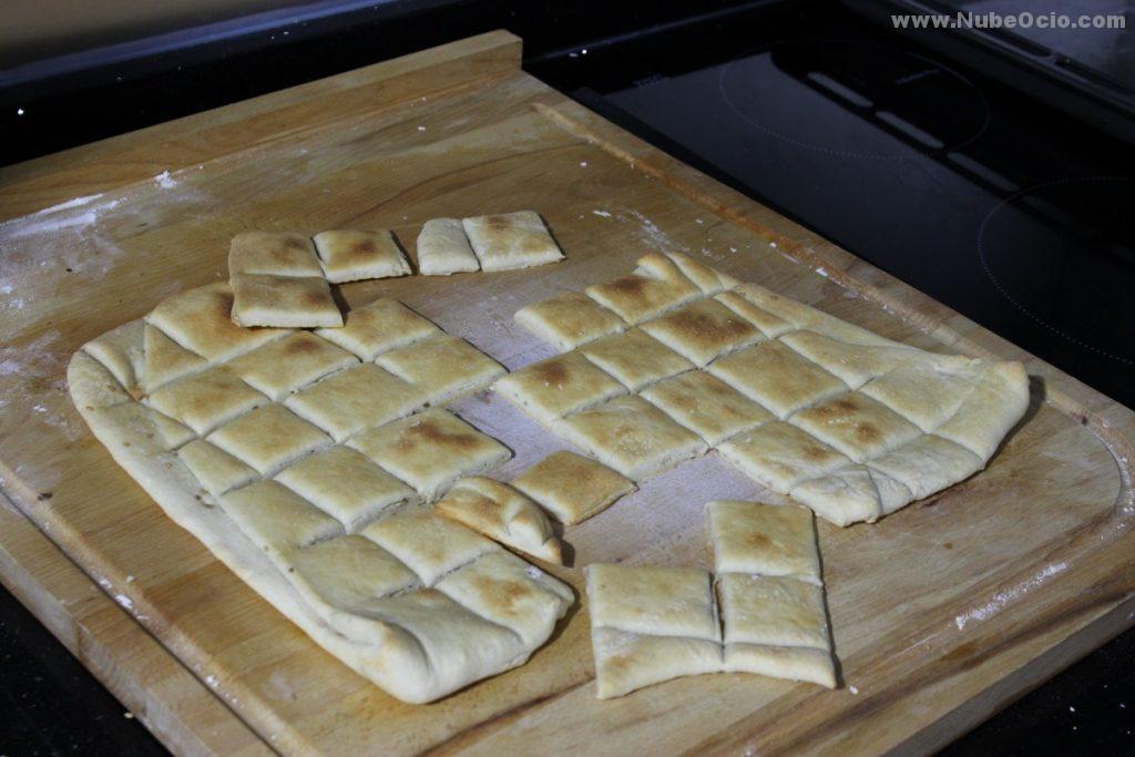 Cuadraditos de pan tostados, Regañás